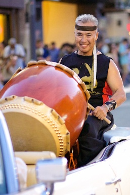 KE_Nisei-Week-Grand-Parade-2015_Mark_g.jpg